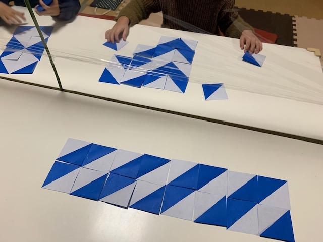 三角タイルで模様作り